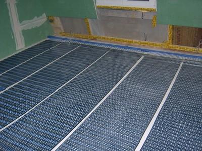 SI-Folimat-Matten vor dem Vergießen: Die gesamte Schichtstärke der Fußbodenheizung nach dem Vergießen beträgt nur 12 mm!